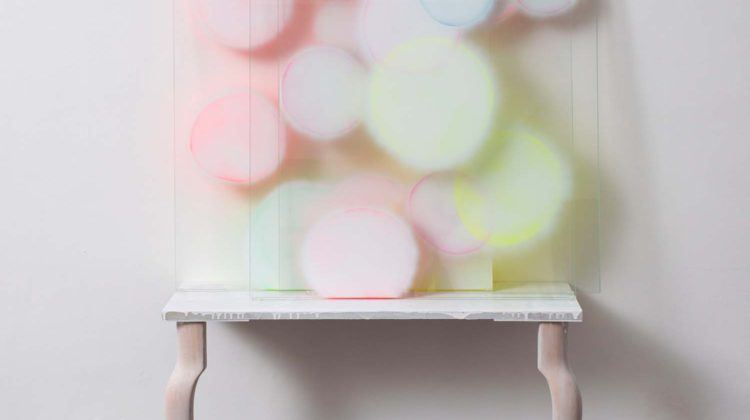 Alfredo Pirri Kindertotenlieder V 2015 Pittura acrilica su vetro temperato e tavolino di legno 187 x 115 x 35 cm