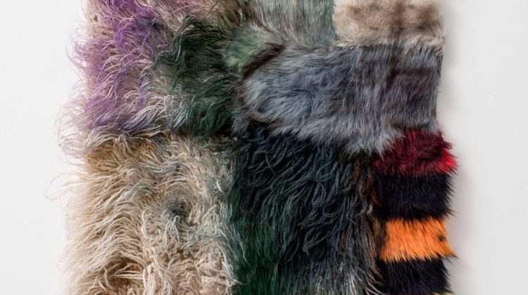 Anna Betbeze Banshee 2015 Lana, pelliccia ecologica, coloranti acidi 95 x 66 cm