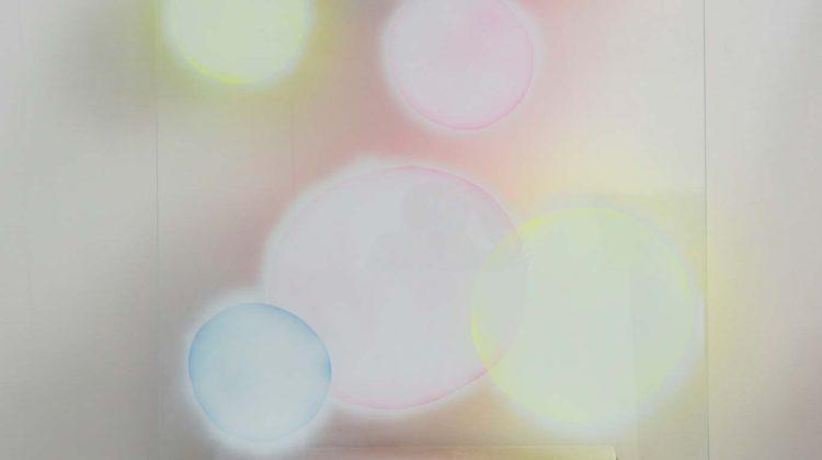 Alfredo Pirri Kindertotenlieder IV 2015 Pittura acrilica su vetro temperato e tavolino di legno con zampe in metallo 149,5 x 80 x 34 cm