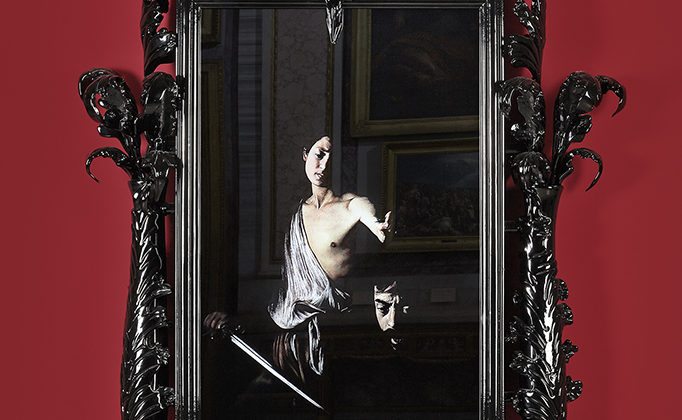 Mat Collishaw - Black Mirror, Hydrus - 2014 - Murano glass, surveillance mirror, steel, wood, lacquer, 65' LCD screen and hard drive - 275 x 160 x 40 cm  Edition of 2 + 1AP