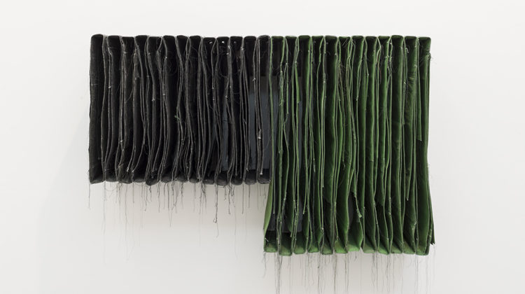Simon Callery, Black and Green Wallspine, 2013, Distemper, canvas, thread, wood and steel brackets, 130x30x88 cm Photo credit: Andrea Simi