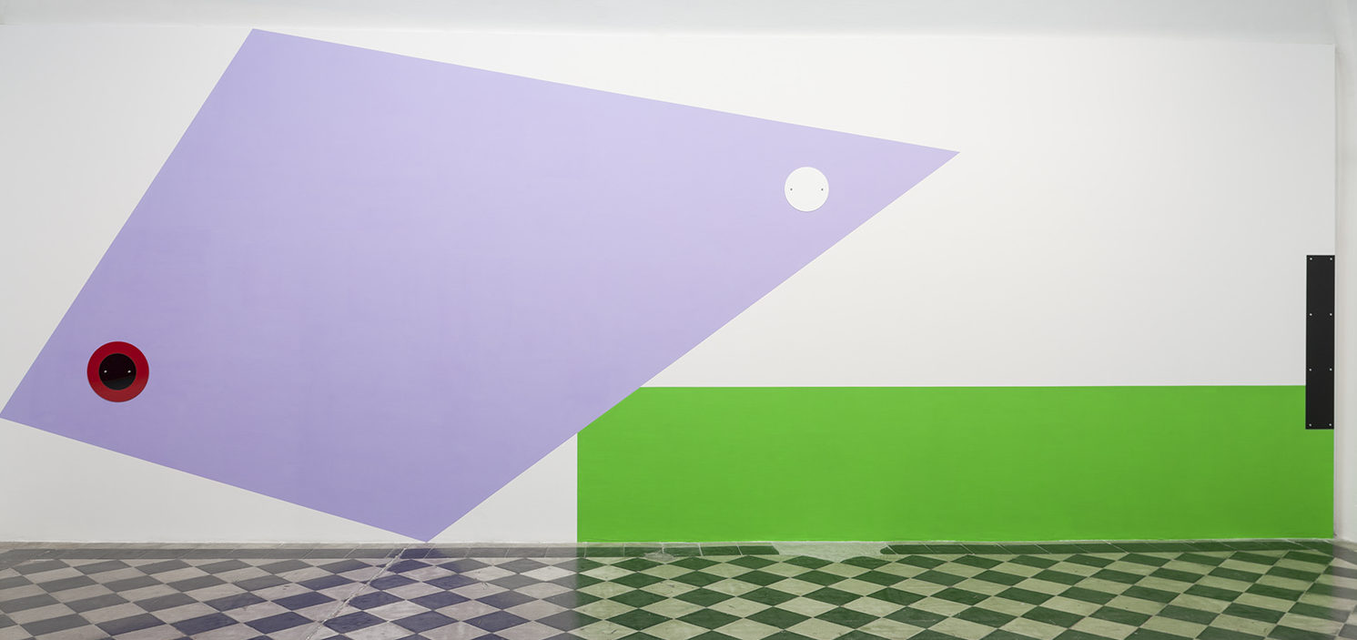 Gerwald Rockenschaub, GR16IN08, 2017, 3 acrylic glass objects, wallpaint, 340x900 cm Photo credit: Andrea Simi