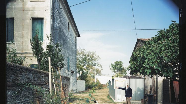 Guido Guidi, Salvatronda di Castelfranco Veneto, via Centro, 1988