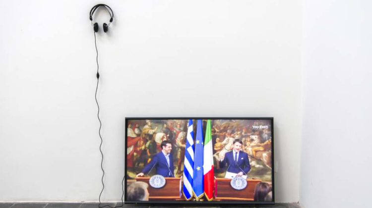 """EXTRA CONTENTS, Video available on Youtube, Renzi regala a Tsipras una cravatta """"Indossala quando la Grecia uscirà dalla crisi"""", 01:13 min"""